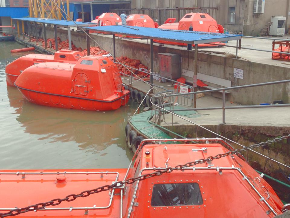 Start servicing lifeboat & Davit inspection